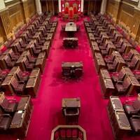 Vue d'ensemble de la chambre du Sénat.