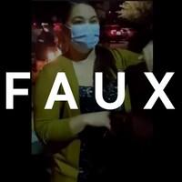 """Une femme masquée parle à la caméra. Le mot """"FAUX"""" est superposé sur la photo."""
