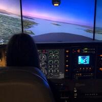 Notre chroniqueuse Tanya Beaumont a eu la chance d'effectuer une simulation de vol, comme celle que suivent les étudiants.