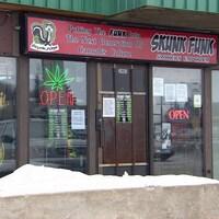 Le devant du magasin Skunk Funk à Saskatoon.