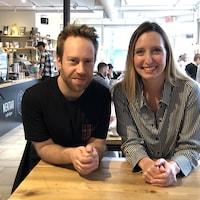 Jean-Michel Girouard et Sophie Thibeault dans un café
