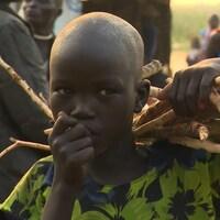 Près de 30 000 membres de l'ethnie des Nuers vivent dans un camp protégé par les casques bleus des Nations unies, au Soudan du Sud.