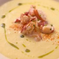 Une soupe froide de homard.