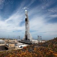 La fusée sur sa rampe de lancement.