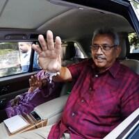 Le candidat à la présidentielle au Sri Lanka Gotabaya Rajapaksa après avoir voté à Colombo.