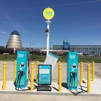 Des stations de recharge du Ivy Charging Network ont été installées dans des communautés de la route 11 au cours des dernières années, dont à Hearst. L'entreprise est un partenariat entre Ontario Power Generation et Hydro One.