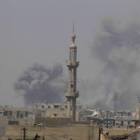 Foyer de combats à Raqqa en Syrie