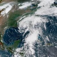 Le centre de la tempête s'approche très près de la côté nord du golfe du Mexique.