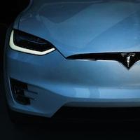 Une voiture Tesla.