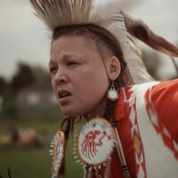Le film Êmîcêtôcêt: Many Bloodlines a remporté le titre du meilleur court métrage canadien 2020 au Festival international du documentaire Hot Docs à Toronto.