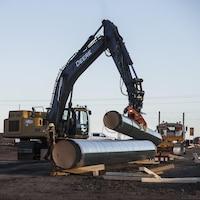 Des travailleurs sur le chantier du pipeline Trans Mountain.