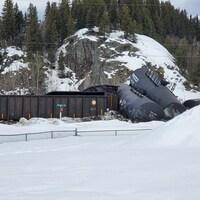 Des wagons d train déraillé.