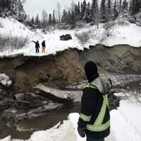 La route vers le lac Mercier complètement effondrée.