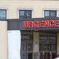 Les portes d'entrée de l'urgence à l'hôpital de Chicoutimi.