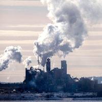 L'usine Northern Pulp en saison hivernale.