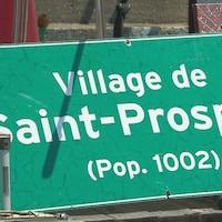 Un faux panneau routier du village de Saint-Prospère, localité fictive où se déroulait l'action de la télésérie.