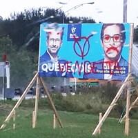 Une pancarte vandalisée d'Alexis Brunelle-Duceppe.