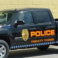 Une camionnette de la police autochtone du Traité 3.
