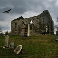 L'église et son cimetière photographiés par Daniel Thomas, caméraman et membre du  Club de photo des employés et retraités de Radio-Canada.