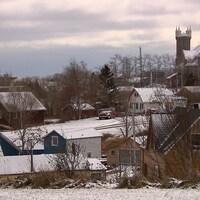 Vue du village de Percé en hiver.