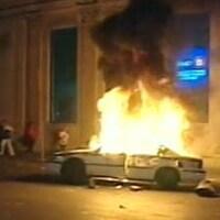 Voiture de police en feu