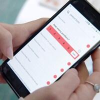 L'application est affichée sur l'écran d'un téléphone.
