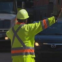 Un signaleur sur la rue Wellington Nord, à Sherbrooke.