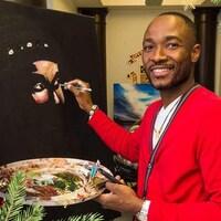 Un homme peignant une toile.