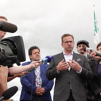Le chef du Bloc québécois, Yves-François Blanchet, répond aux questions des journalistes, lors d'un point de presse.