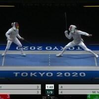 L'athlète canadien Maximilien Van Haaster affronte son adversaire de l'équipe allemande aux Jeux olympiques de Tokyo.