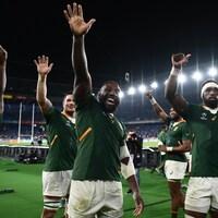 Ils saluent la foule après leur victoire sur le pays de Galles en demi-finales de la Coupe du monde de rugby.