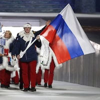 Le porte-drapeau Alexander Zubkov