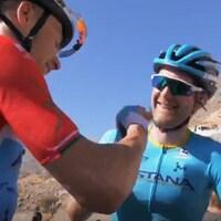 Hugo Houle et Alexeï Lutsenko à l'arrivée de la 5e étape du Tour d'Oman