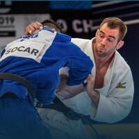Antoine Valois-Fortier se bat contre un adversaire lors d'une compétition de judo.