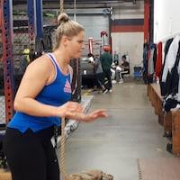 Marie-Eve Dicaire entre les mur du vétuste Fight Firm Boxing Gym