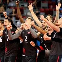 Les Canadiens savourent leur victoire contre la Bulgarie.