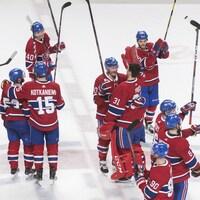Les joueurs de hockey professionnels sont considérés comme des salariés et non pas comme des travailleurs autonomes.