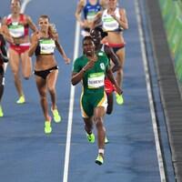 Caster Semenya en avance dans la finale du 800 m aux Jeux olympiques de Rio