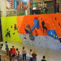 Plan large d'un centre d'escalade