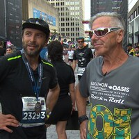 Jérôme Voyer-Poirier et Bernard Voyer au terme du marathon de Montréal