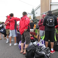 L'équipe Porte de l'Est et du Nord qui participera à la neuvième édition des Jeux autochtones de l'Amérique du Nord du 16 au 23 juillet est partie de Kahnawake vers Toronto.