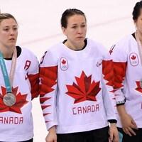 Des joueuses de l'équipe féminine de hockey du Canada.