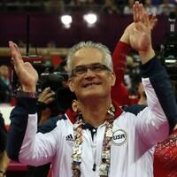 Il applaudit avec son équipe lors des Jeux olympiques de 2012.