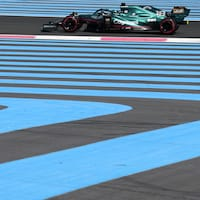 Lance Stroll roule sur le circuit Paul-Ricard au Castellet.