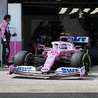 Lance Stroll sort du garage à Silverstone.