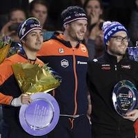 Les Néerlandais Kai Verbij et Thomas Krol et le Québécois sur le podium du 1000 m.