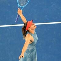 Maria Sharapova réagit à sa victoire sur Caroline Wozniacki en Australie.