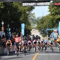 Michael Matthews célèbre sa victoire à Québec