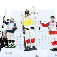 Le podium aux mondiaux à l'épreuve des bosses en parallèle à Almaty au Kazakhstan.
