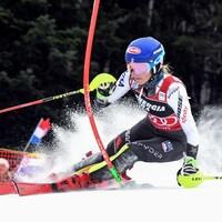 L'Américaine Mikaela Shiffrin attaque un parcours de slalom